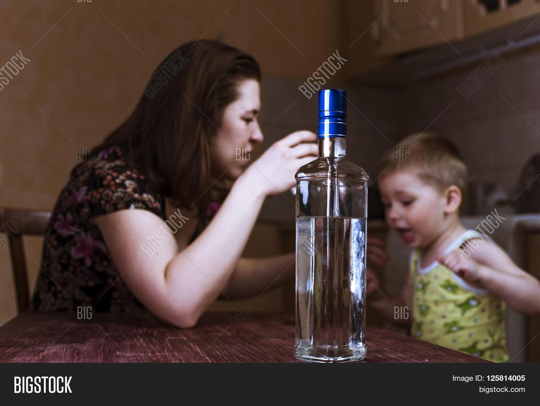 Пьяный сын трахнул маму смотреть онлайн, Мама пьяная -видео 25 фотография