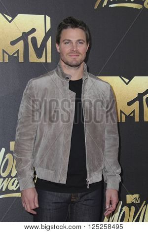 LOS ANGELES - APR 9:  Stephen Amell at the 2016 MTV Movie Awards Arrivals at the Warner Brothers Studio on April 9, 2016 in Burbank, CA