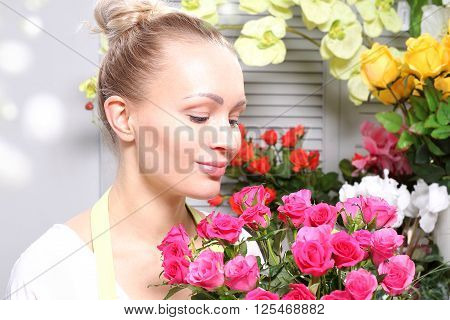 A bouquet of roses to apologize, woman with flowers