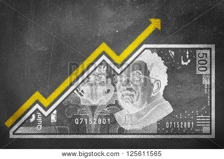 A money bill fused with an arrow drawn on a chalk board that together look like a growth graph and symbolize economic relationships.