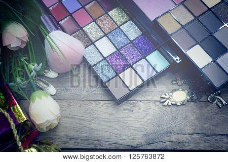 Vintage Beauty Background Natural Smoky And Dark Purple Eyeshadow Palette