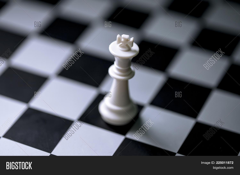 White King On Chess Image & Photo (Free Trial) | Bigstock