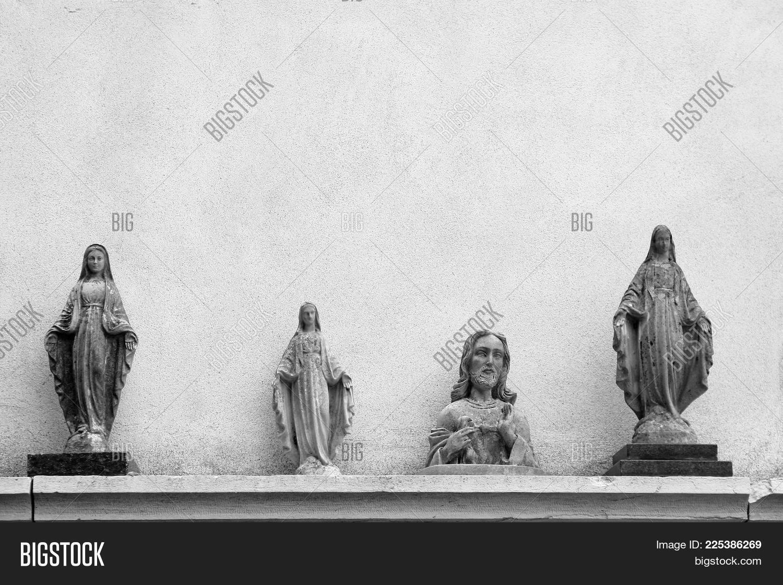 Virgin statues jesus powerpoint template virgin statues jesus spirituality powerpoint template 60 slides toneelgroepblik Images