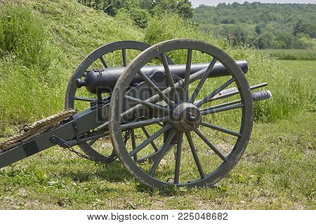 American Civil War field cannon artillery mobile unit