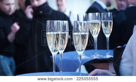 Suite Event. Clip. Young Waitress Carrying A Tray With Glasses Of Champagne. Tray With Lots Of Glass