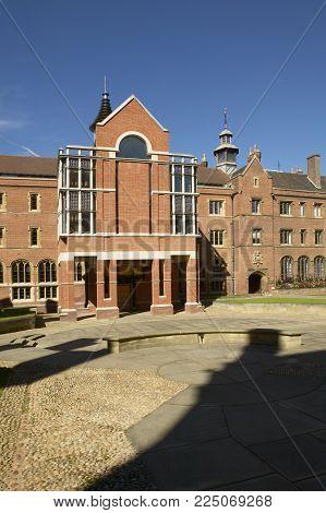 CAMBRIDGE, UK: THIRD COURT AT SAINT JOHNS COLLEGE, 19TH SEPTEMBER 2004, CAMBRIDGE, UK