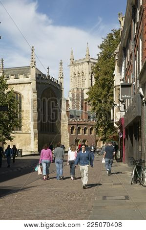CAMBRIDGE, UK: SAINT JOHNS COLLEGE AND TRINITY COLLEGE, 19TH SEPTEMBER 2004, CAMBRIDGE ENGLAND