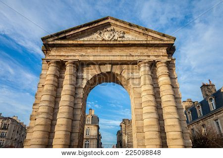 Porte d'Aquitaine (Aquitaine Gate) with its symbolic arch on Place de la Victoire Square in Bordeaux, France. It is one of the landmarks of the old Bordeaux, and a former entrance to the city.