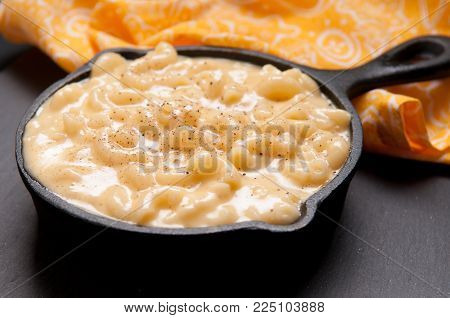 cast iron pan of macaroni and cheese, mac n cheese