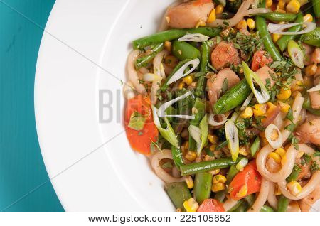 healthy chicken and vegetable stir fry with soba or udon noodles