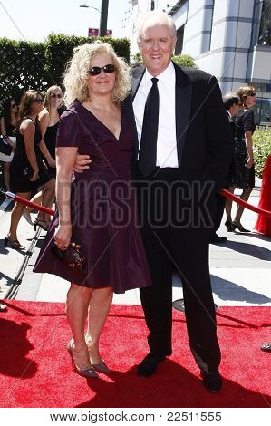 LOS ANGELES - AUG 21: John Lithgow and wife Mary at the 62nd Primetime Creative Arts Emmy Awards at the Nokia Theatre L.A. Live in Los Angeles, California on August 21, 2010