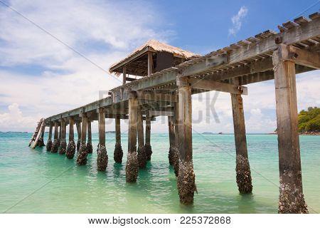 Bridge In Emerald Sea At Sames Island,thailand