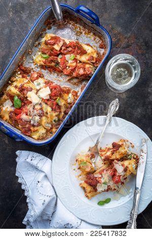 Cannelloni con ricotta e salca di Pomodoro as top view in a roasting pan