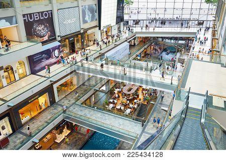 Shopping Center Marina Bay Singapore