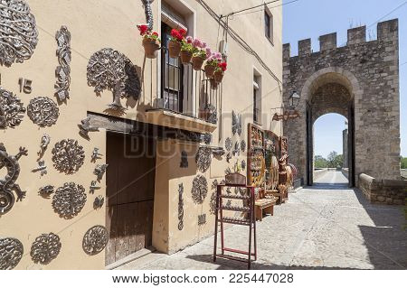 Besalu,spain-may 17,2017:street View And Tower Of Romanesque Bridge And Souvenir Shop In Medieval Vi