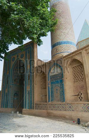 Natanz, Iran - June 26, 2007: Exterior Of The Natanz Mosque In Natanz, Iran.