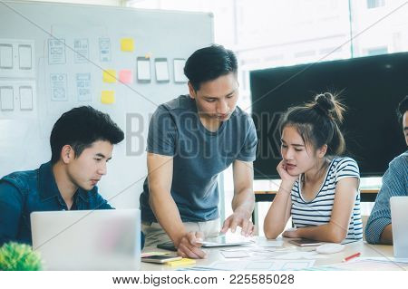 Programmer And Web Designer, Ux Ui Meeting For Planing Mobile Application.