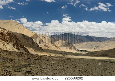 Road To The Pologongka Pass Which One Should Cross Wanting To Arrive From The Moriri Lake At The Tso