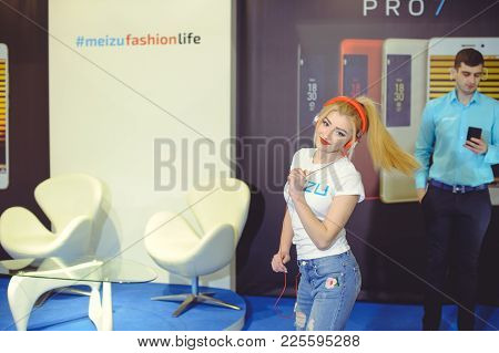 Meizu Girl In Headphones Dancing At The Exhibition Ukrainian Fashion Week
