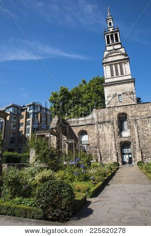 London, Uk - August 11th 2017: The Historic Christchurch Greyfriars In The City Of London, On 11th A