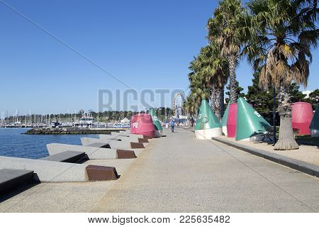 Geelong, Australia: April 03, 2017: The Geelong Waterfront Esplanade Is A Tourist And Recreational A