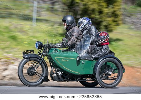 Adelaide, Australia - September 25, 2016: Vintage 1929 Bsa Shoper Motorcycle With Sidecar On Country