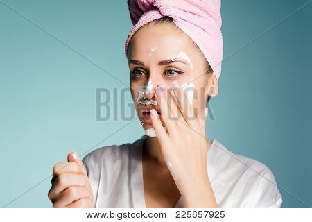 Nice Young Girl Wants To Be Beautiful, Takes Off The White Mask From Her Face
