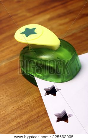 Green Punching Machine For Scrapbooking To Make Stars On Paper