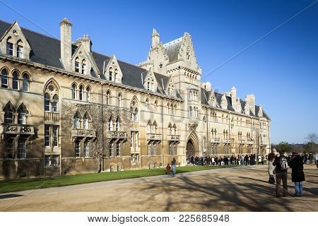 Oxford, Oxfordshire, Uk - February 16, 2008: Christ Church College University Building In Oxford Wit