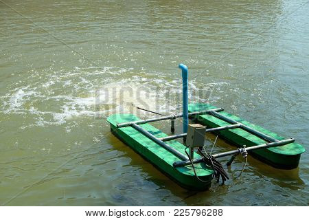 Electric Hydraulic Turbine Adding Oxygen Into The Water For Aquatic Animals