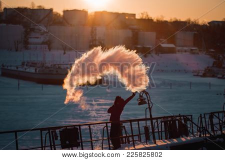 Insanely Beautiful Natural Effect Of Turning Boiling Water Into Steam In The Cold With A Girl On A B