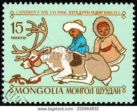 Ukraine - Circa 2018: A Postage Stamp Printed In Mongolia Show The Mongolian Children In National Cl