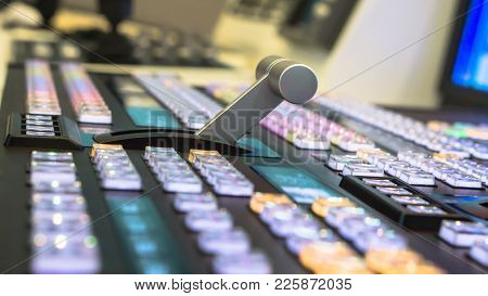 Tv Broadcasting, Video Switch Of Television Broadcast, Working With Video And Audio Mixer, Control B