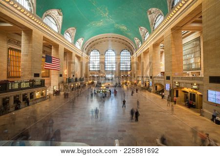 New York, Ny, April 22, 2015: Commuters And Tourists In The Grand Central Station In April 22, 2015