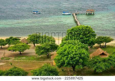 Coastline Of Kanawa Island In Flores Sea, Nusa Tenggara, Indonesia. Kanawa Island Is Within The Komo
