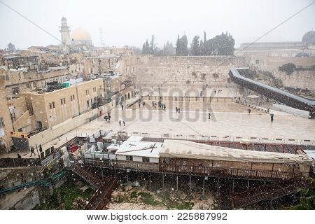 Temple Mountain In Jerusalem, Dome Of The Rock At Snow