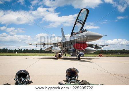 F-16 Fighting Falcon Fighter Jet Aircraft