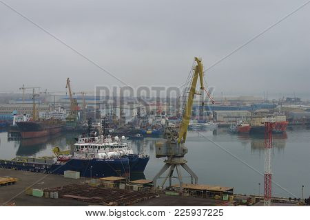 Baku, Azerbaijan - January 04, 2018: Misty January Morning In The Ilyich Bay. Baku Port