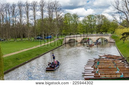 Cambridge, United Kingdom - April 17, 2016 : People Enjoying Punting On A Nice Summer Day On River C