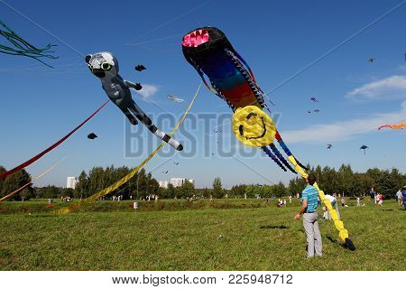 Moscow, Russia - August 27, 2016: Man Launches A Kite Into The Sky At The Kite Festival In The Park