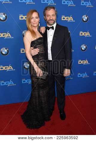 LOS ANGELES - FEB 03:  Leslie Mann and Judd Apatow arrives for the 2018 Director Guild Awards on February 3, 2018 in Beverly Hills, CA