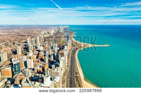 Chicago Downtown And Lake Michigan Shore Line, Usa