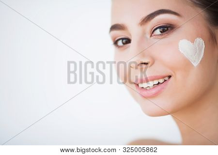 Beautiful Woman Using A Skin Care Product, Moisturizer Or Lotion And Skin Care Taking Care Of Her Dr