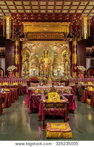 Singapore - March 22, 2019: Buddha Tooth Relic Temple In Chinatown. Main Prayer Room With Seated Bud
