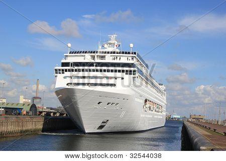 Big Cruiseship In A Lock