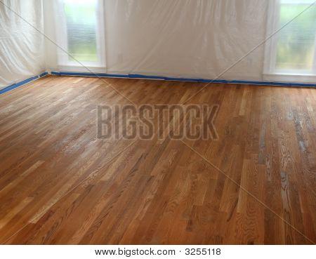Nuevo acabado de piso de madera dura