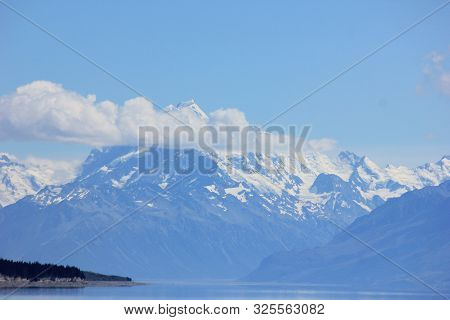 mount cook or aoraki in canterbury, new zealand