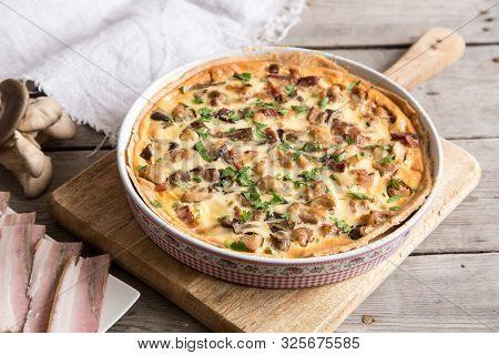Homemade Quiche Lorraine With Chicken, Mushrooms, Cheese And Bacon. Tart With Chicken. Chicken Pie.