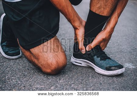 Runner Injured In The Foot While Jogging Space Patella  Sore On Road, Jogger Hands Joint Leg Problem