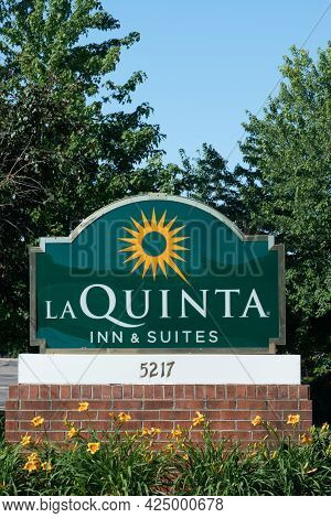 La Quinta Inn And Suites Exterior Sign And Trademark Logo